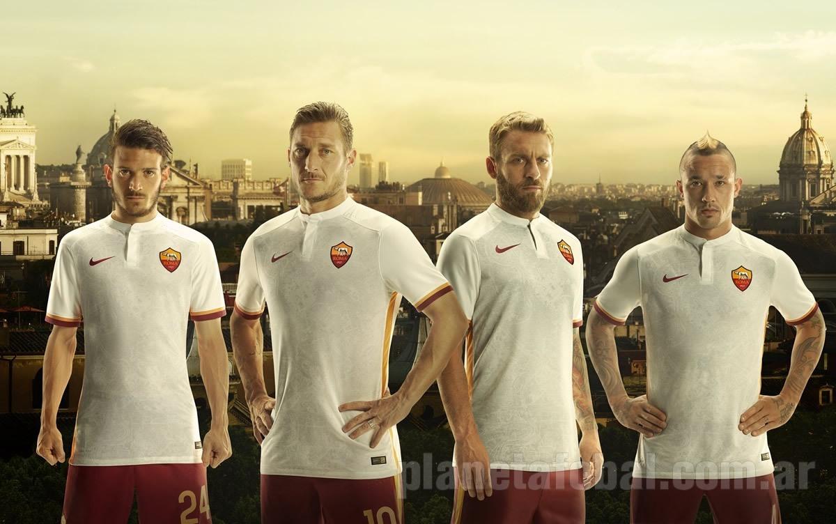 Casaca suplente de la Roma | Foto Nike