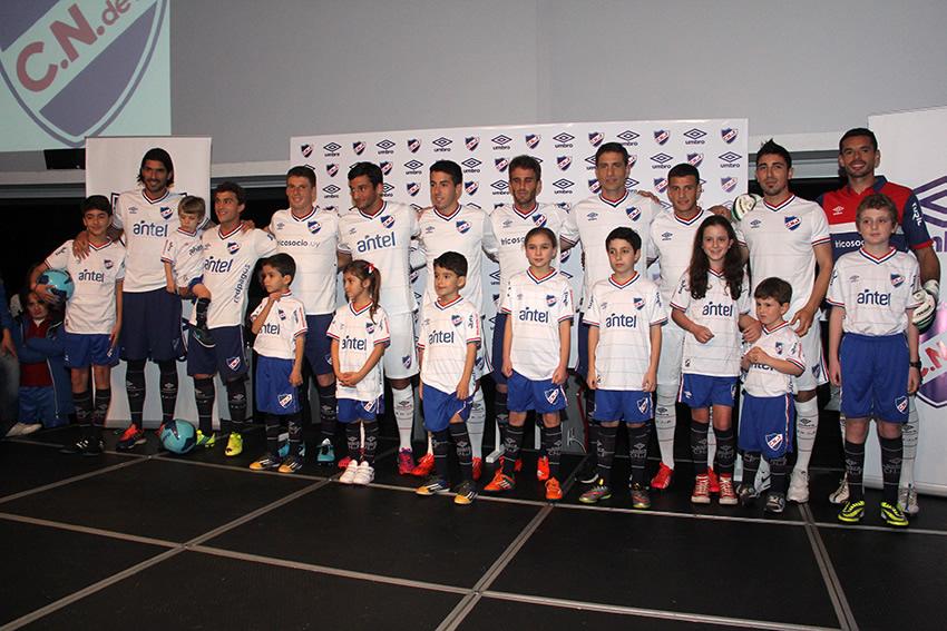 Nacional presentó su nueva camiseta titular Umbro | Foto web oficial