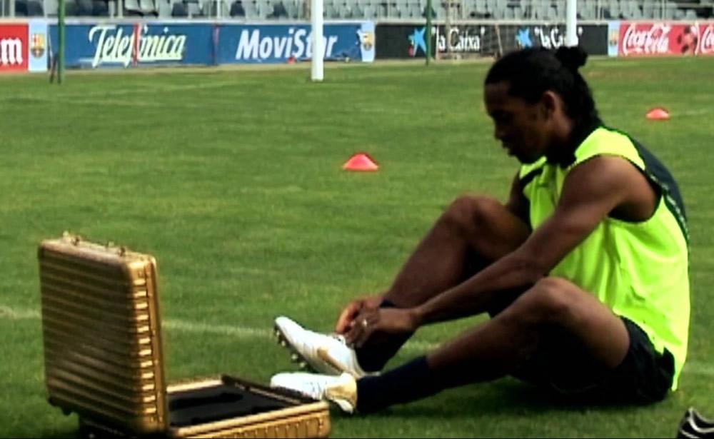 Ronaldinho en 2005 con sus Tiempo Legend