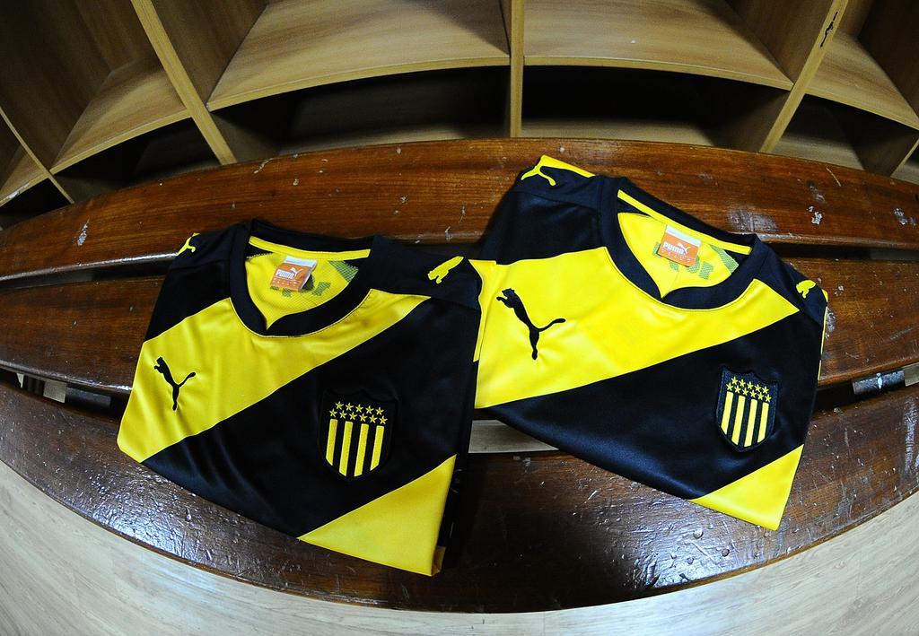 Camiseta especial de Peñarol | Foto Twitter Oficial