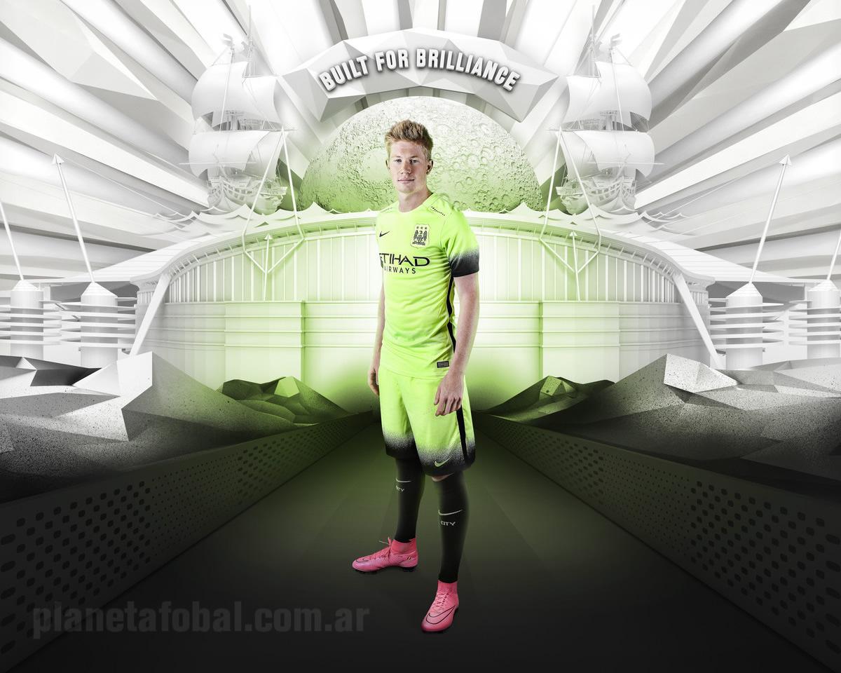 Kevin De Bruyne con la tercera equipación del Manchester City 2015/2016 | Foto Nike