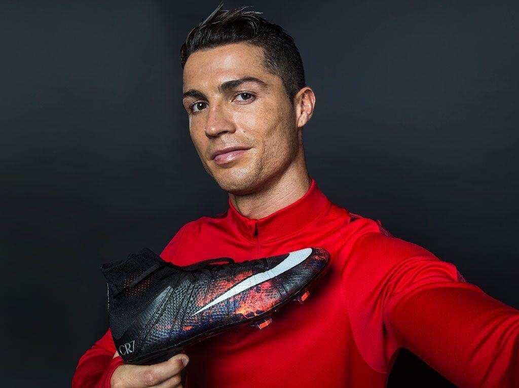 Ronaldo con sus nuevos Mercurial | Foto Nike