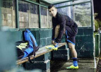Kun Agüero con la nueva versión de los botines evoSPEED super livianos | Foto Puma