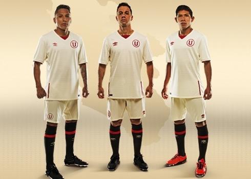 Nueva camiseta titular del Club Universitario   Foto Umbro Perú