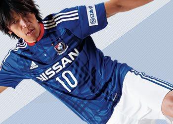 Casaca titular del Yokohama Marinos | Foto Web Oficial
