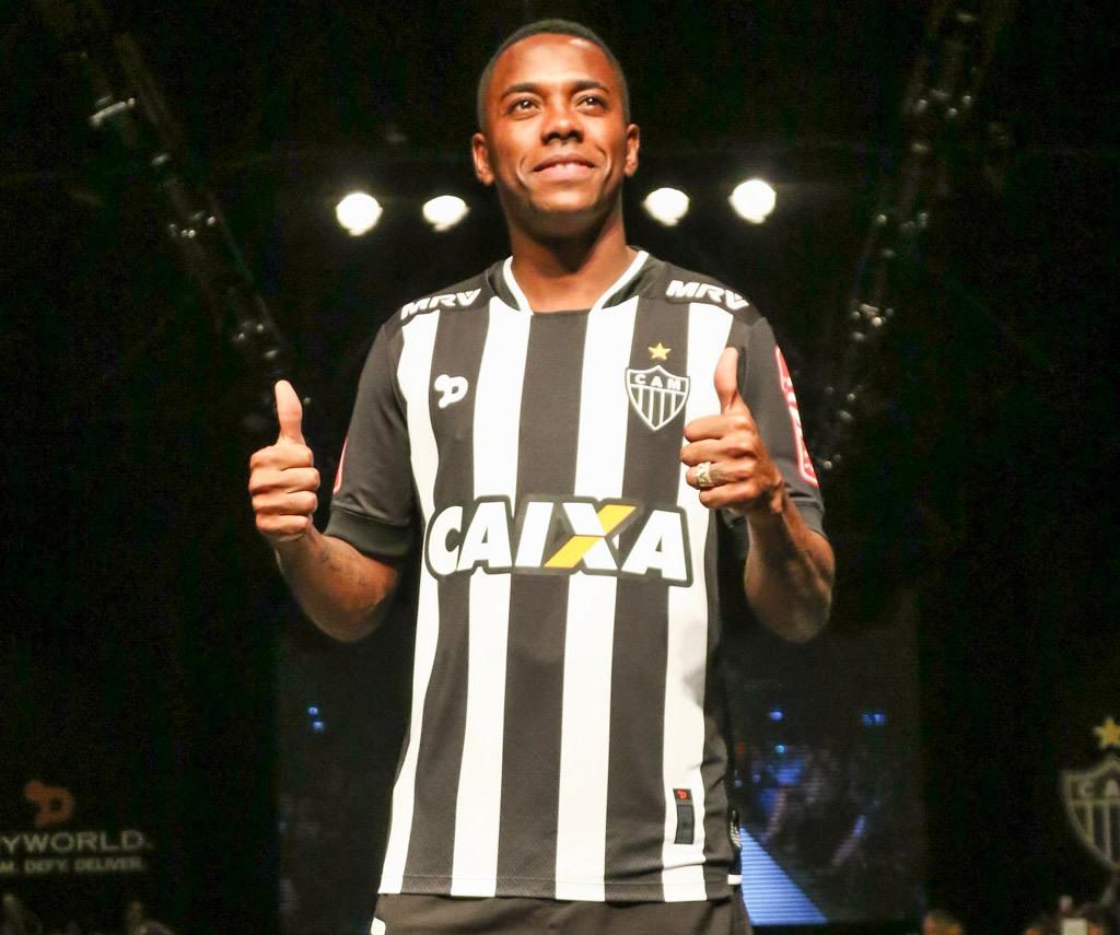 Robinho con la nueva casaca titular | Foto Web Oficial