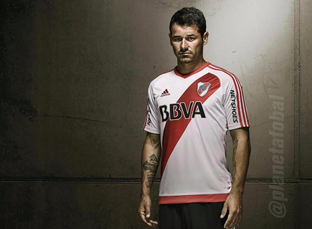 Rodrigo Mora con la nueva casaca de River | Foto Adidas