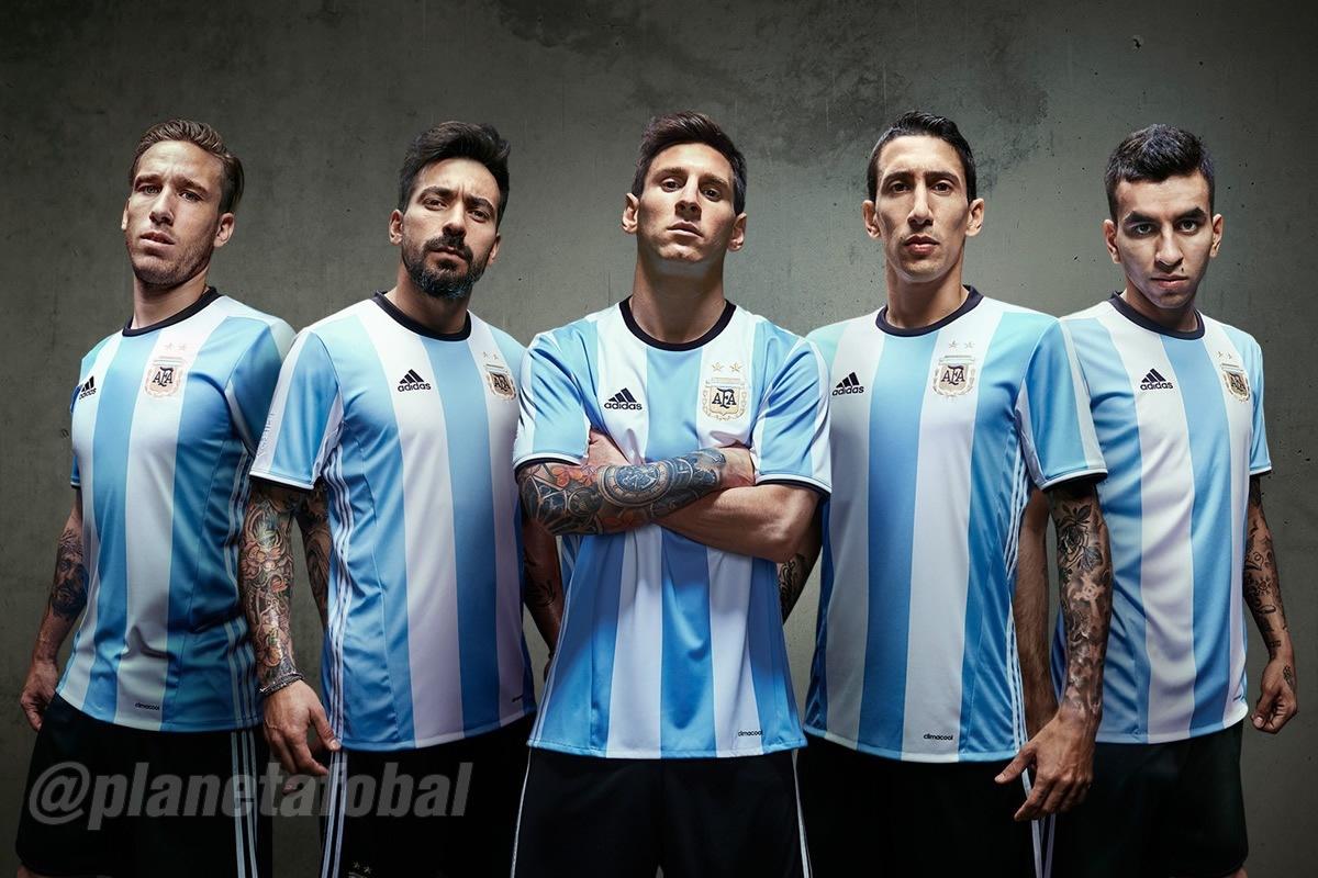 Biglia, Lavezzi, Messi, Di Maria y Correa con la casaca | Foto Adidas