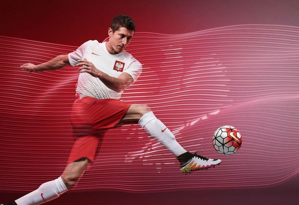 Lewandowski con la casaca titular de Polonia   Foto Nike