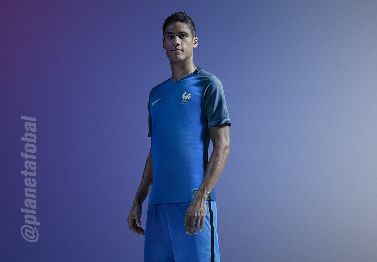 Raphael Varane con la camiseta titular de Francia | Foto Nike