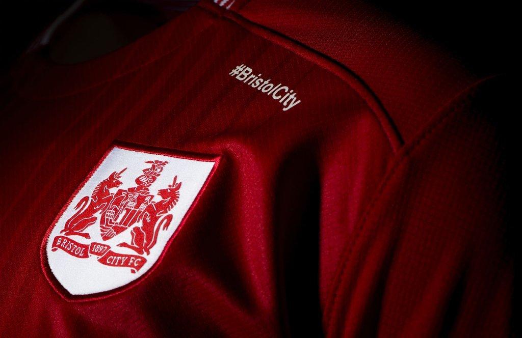 Nueva casaca del Bristol City | Foto Web Oficial