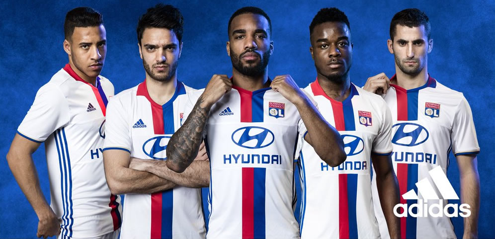 Los jugadores con la nueva camiseta titular del Lyon 2016/2017 | Foto Adidas