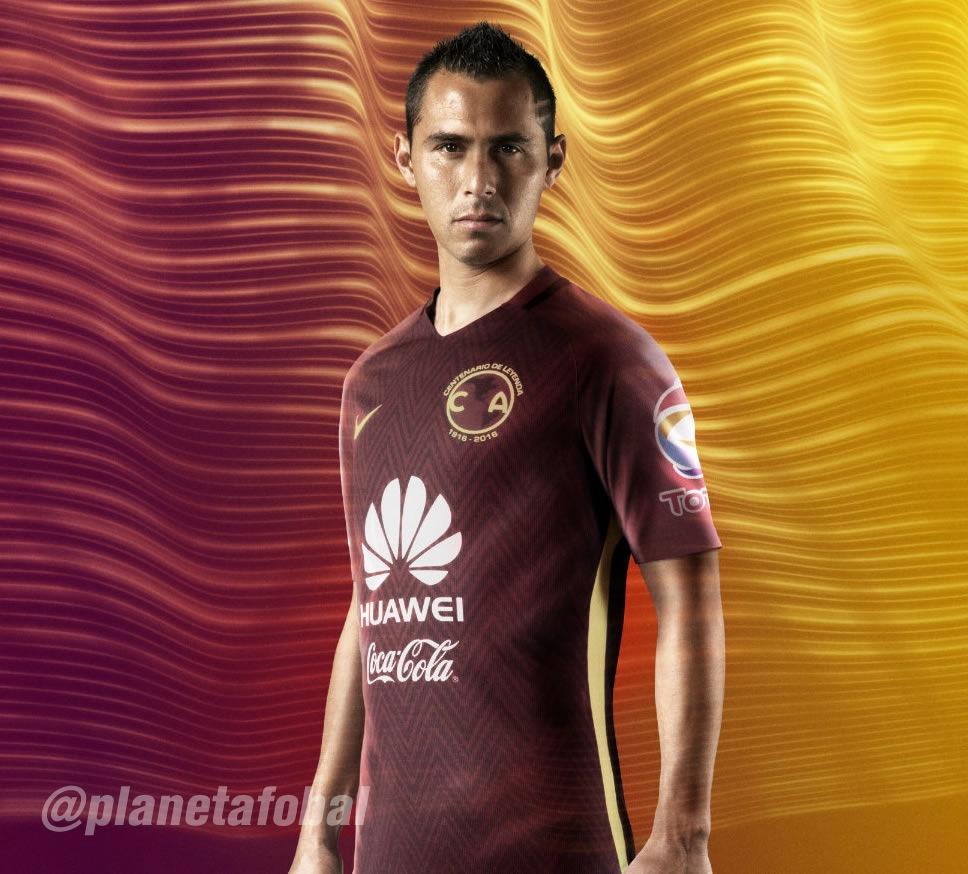 Aguilar con la casaca | Foto Nike