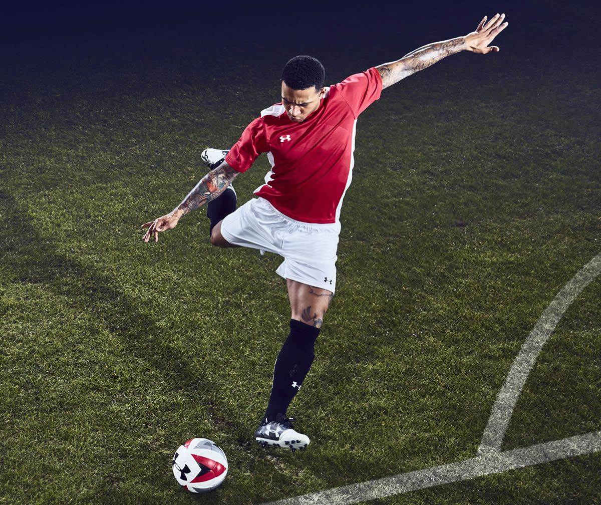 Depay con los botines UA Spotlight | Foto Under Armour