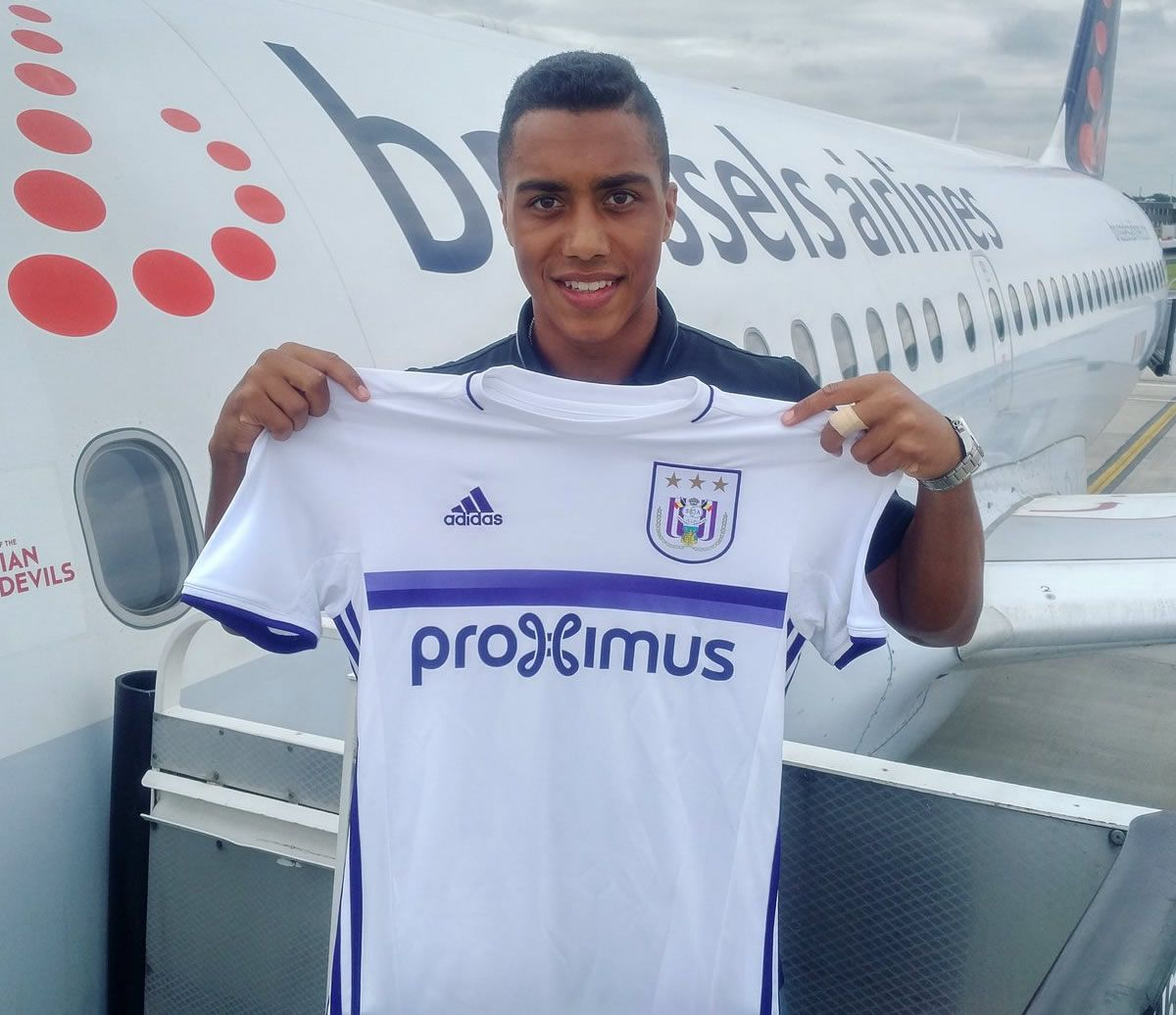 Youri Tielemans con la nueva camiseta suplente del Anderlecht | Foto Twitter oficial @rscanderlecht