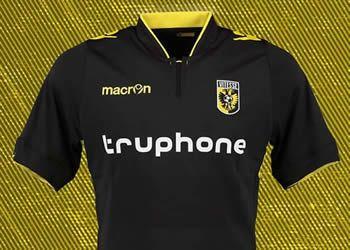 Camiseta suplente Macron del Vitesse   Foto Twitter Oficial @MijnVitesse