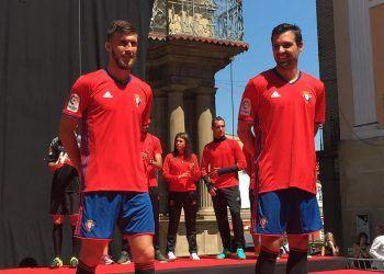 Camiseta titular Adidas del CA Osasuna | Foto Twitter oficial