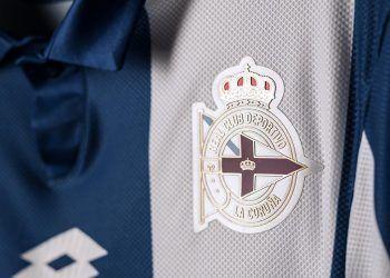 Nueva camiseta titular Lotto del Deportivo La Coruña | Foto Tienda Oficial