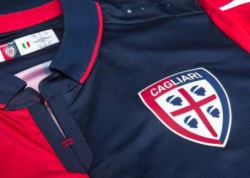 Camiseta titular Macron del Cagliari Calcio para 2016/2017 | Foto Tienda Oficial