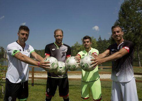 Nuevas camisetas del Cesena   Foto Web Oficial
