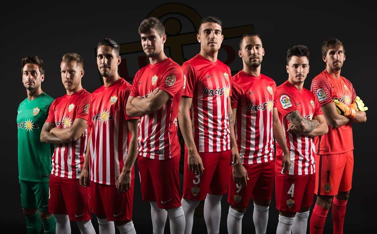 Camiseta titular | Foto Web Oficial