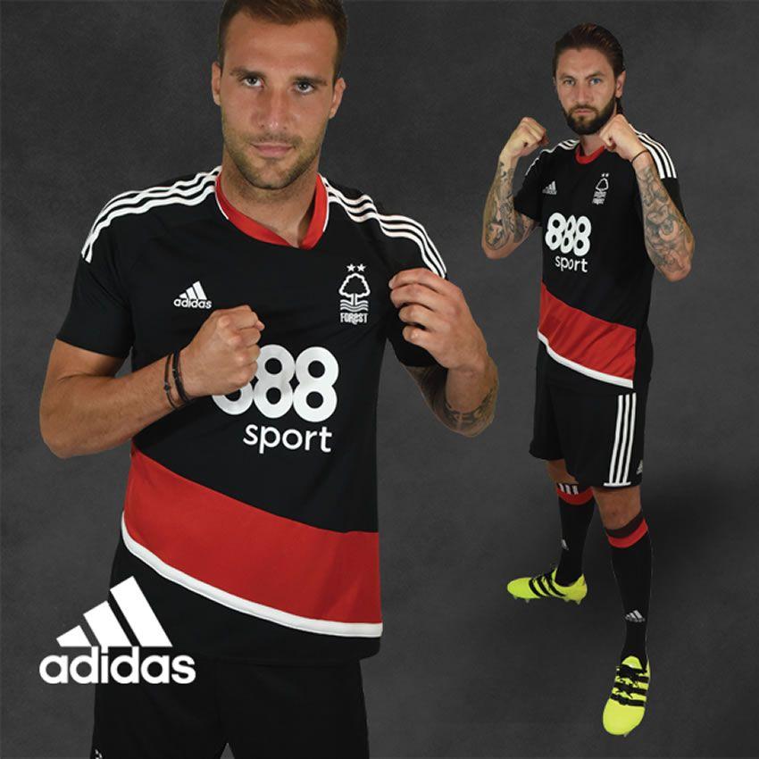 Camiseta suplente del Nottingham Forest | Foto Web Oficial