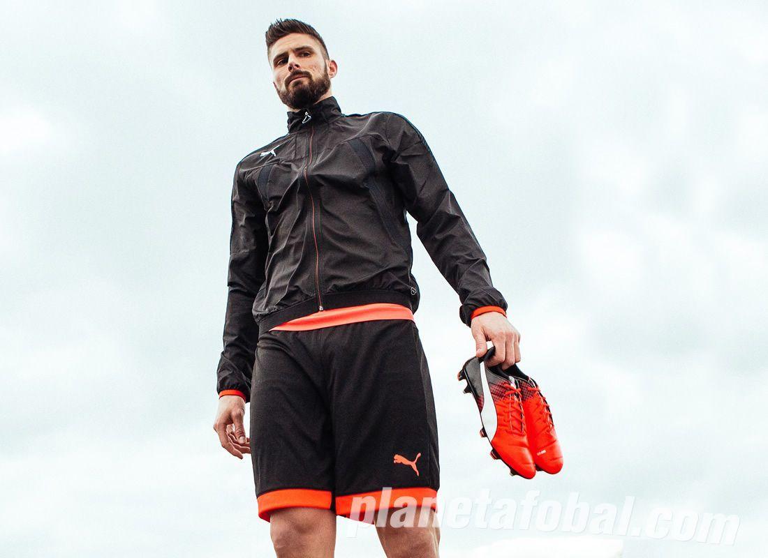 Giroud con el nuevo esquema de colores de los evoPOWER | Foto Puma