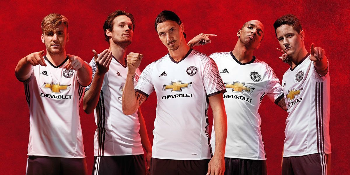 Los jugadores con la nueva camiseta alternativa del United para 2016/2017 | Foto Adidas