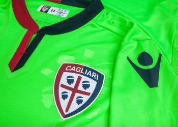 Tercera camiseta Macron del Cagliari Calcio para 2016/2017 | Foto Tienda Oficial