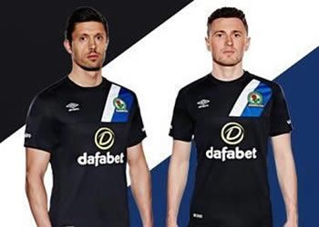 Camiseta titular del Blackburn Rovers | Foto Umbro