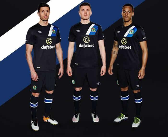 Camiseta titular del Blackburn Rovers | Foto Umbro