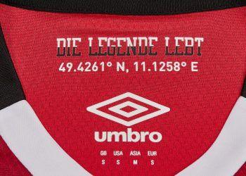 Camiseta titular | Foto Umbro
