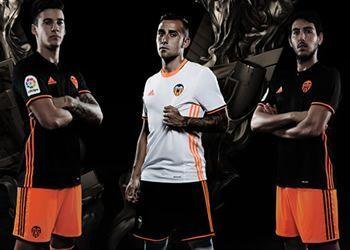 Nuevas casacas del Valencia   Foto Web Oficial