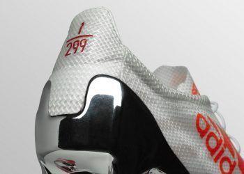 Nueva versión del botín adizero 99g | Foto Adidas