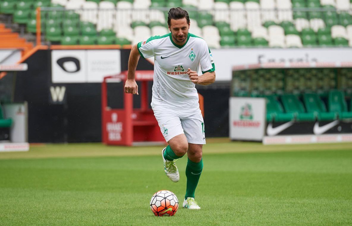 Pizarro con la tercera camiseta Nike del Werder Bremen para 2016/2017 | Foto web oficial