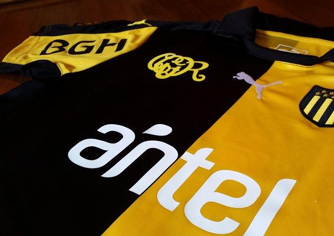 Nueva camiseta de Peñarol | Foto Twitter Oficial