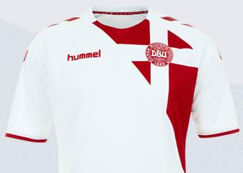 Camiseta suplente de Dinamarca | Imágenes Hummel