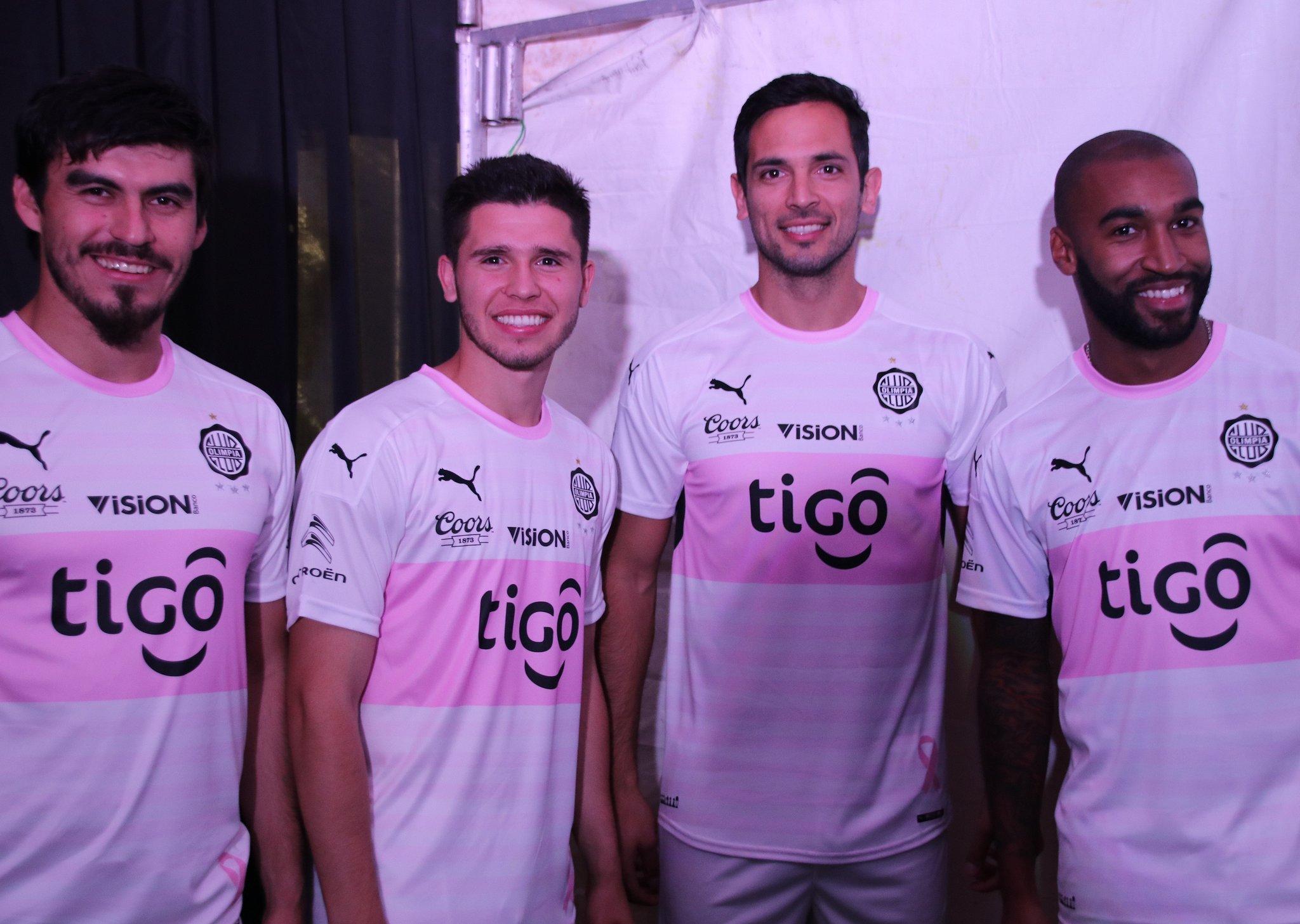 Camiseta rosa del Club Olimpia | Foto Twitter Oficial