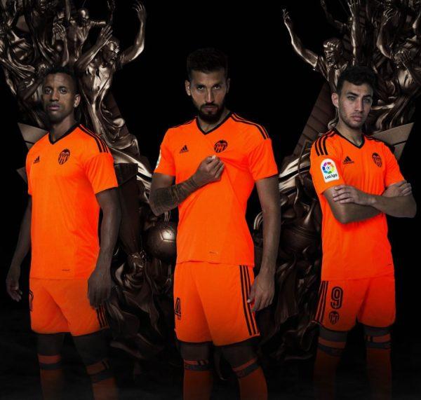 Nueva camiseta del Valencia | Foto Web Oficial