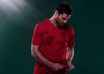 Xabi Alonso con la camiseta | Foto Adidas