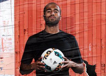 Lucas Moura con el renovado balón | Foto Adidas