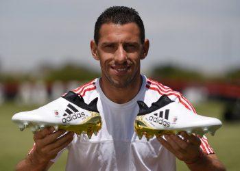 Maxi Rodriguez con los botines | Foto Twitter Oficial