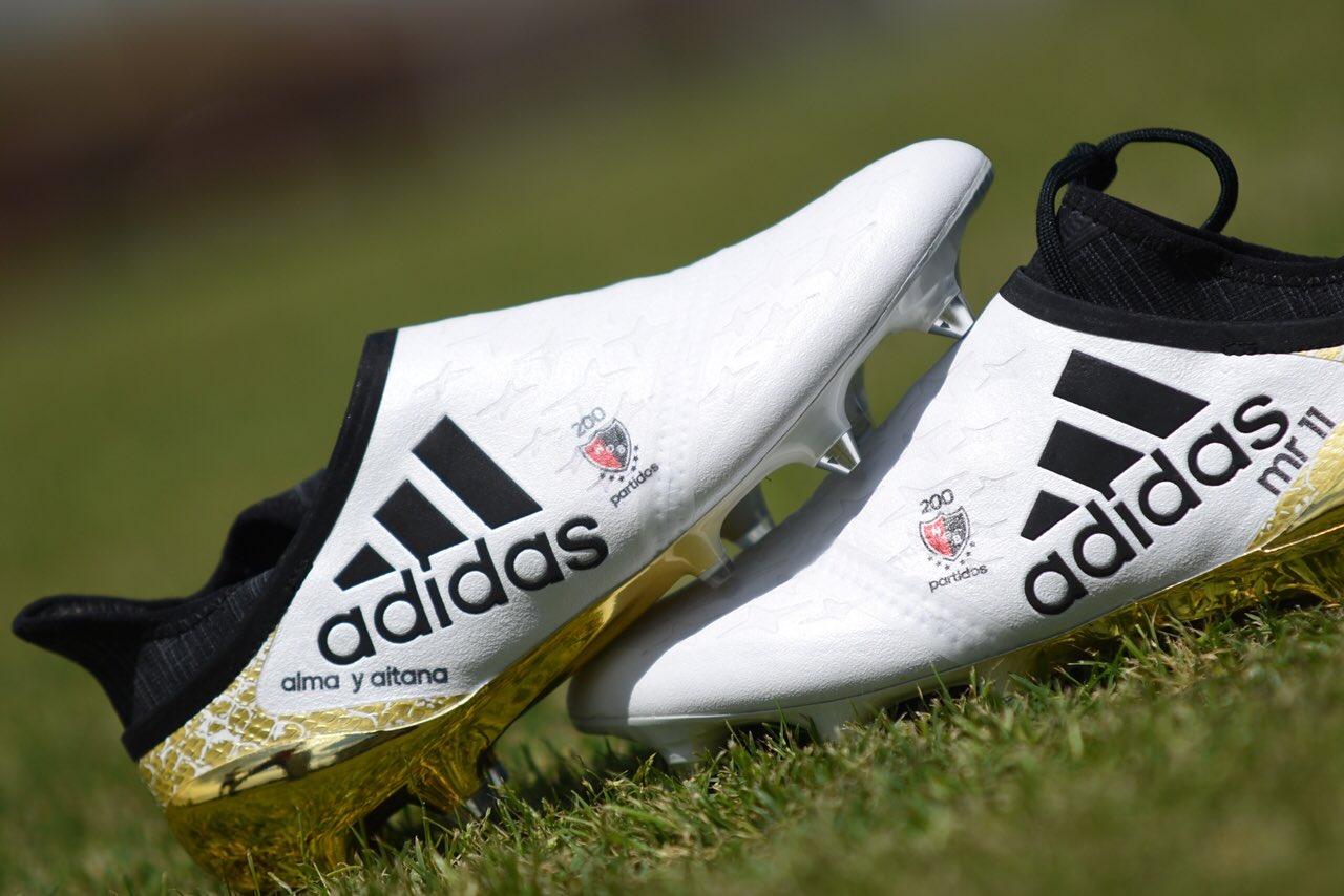 Botines personalizados de Maxi Rodriguez | Foto Twitter Oficial