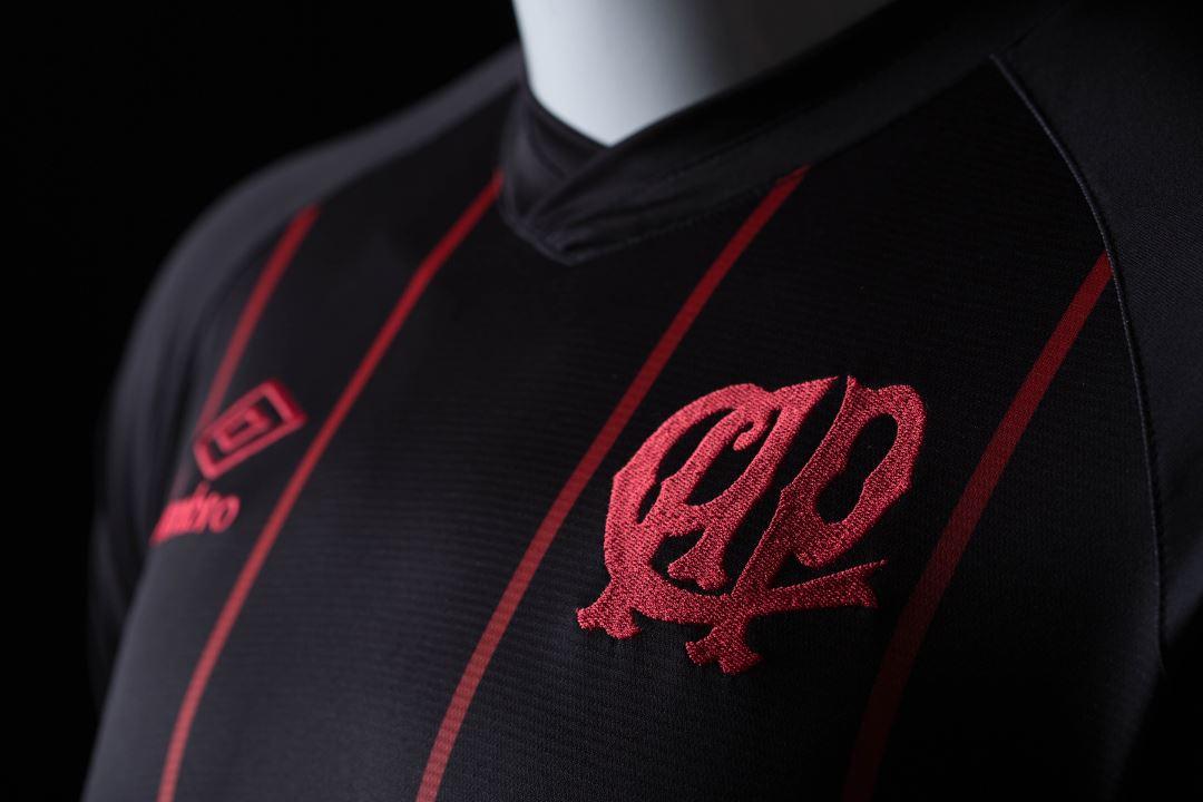 "Camiseta ""Black Edition"" del Clube Atlético Paranaense | Foto Umbro"