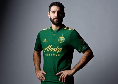 Valeri con la nueva camiseta titular Adidas del Portland Timbers para 2017 | Foto web oficial