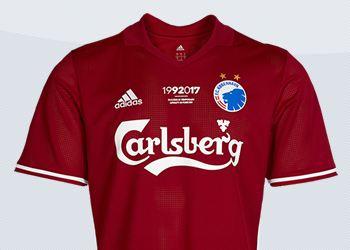 Versión roja de la camiseta | Imágenes Web Oficial