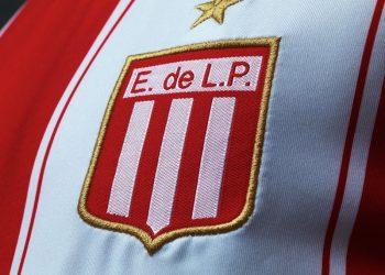 Nueva camiseta titular de Estudiantes | Foto Umbro