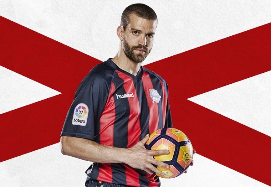 Camiseta edición limitada del Alavés | Foto Web Oficial