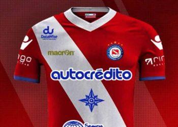 Nueva camiseta de Argentinos Jrs | Foto Macron