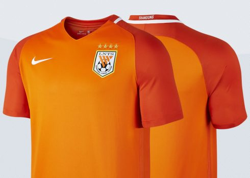Camiseta titular del Shandong Luneng Taishan para 2017   Imágenes Nike